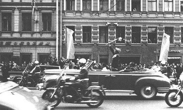 ГАЗ-13 с кузовом ландоле