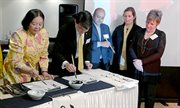 Foreign envoys get lesson in calligraphy